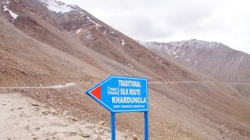 road to khardung-la